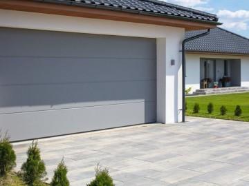 Jak estetycznie i funkcjonalnie zaplanować przestrzeń przed domem?