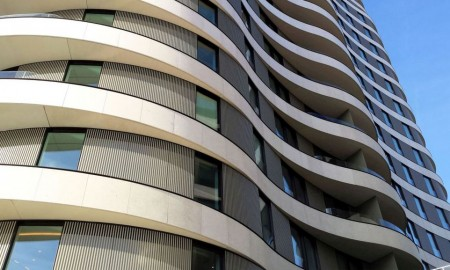 Europejskie fasady z balkonami w roli głównej