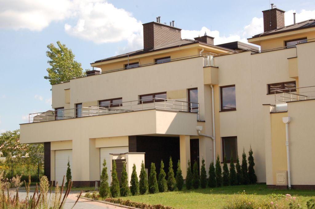 Co wybrać? Dom za miastem, czy segment w Warszawie?