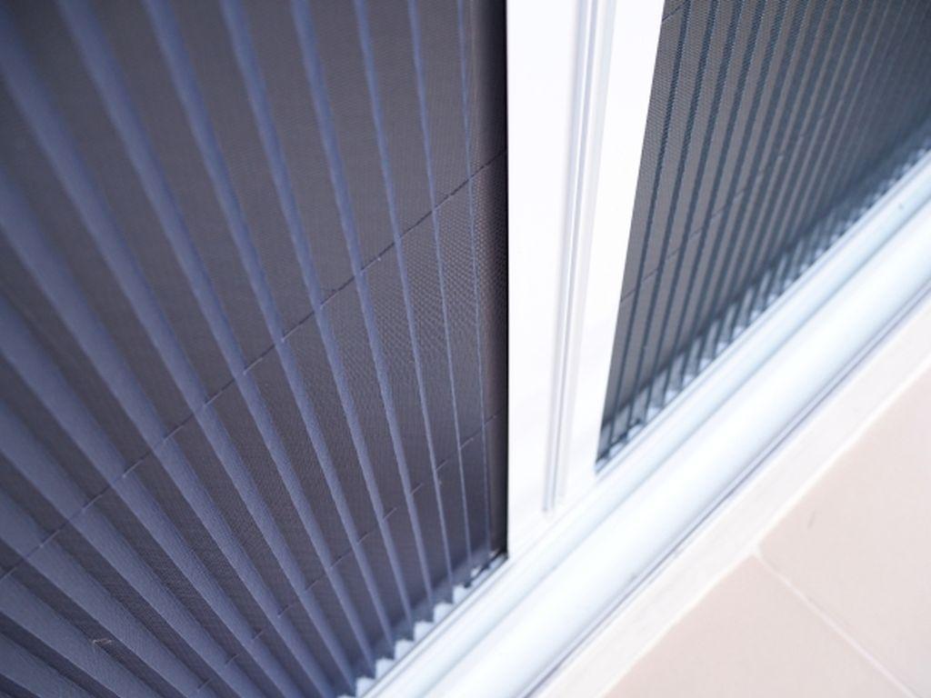 Moskitiery do okien elewacyjnych oraz drzwi balkonowych